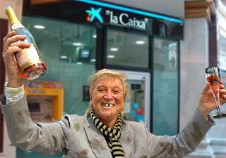 La caixa felicita a su vagabundo n mero el mundo for Cajeros barcelona