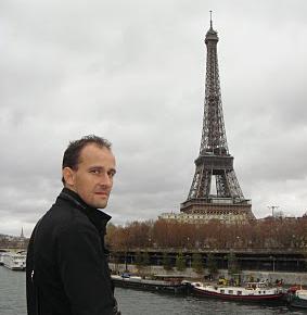 La torre eiffel es la copia de un llavero el mundo today for Quien hizo la torre eiffel