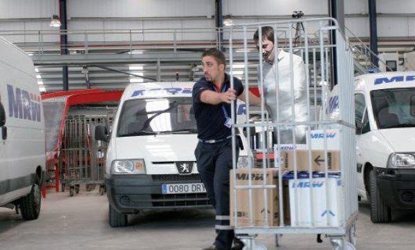 Cientos de espa oles se env an por mensajero para burlar la huelga de transportes el mundo today - Oficina mrw barcelona ...