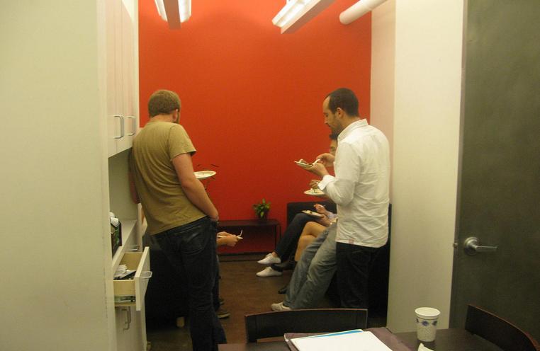 Un estudio confirma que el 92 de las conversaciones junto for Cafeteras oficina