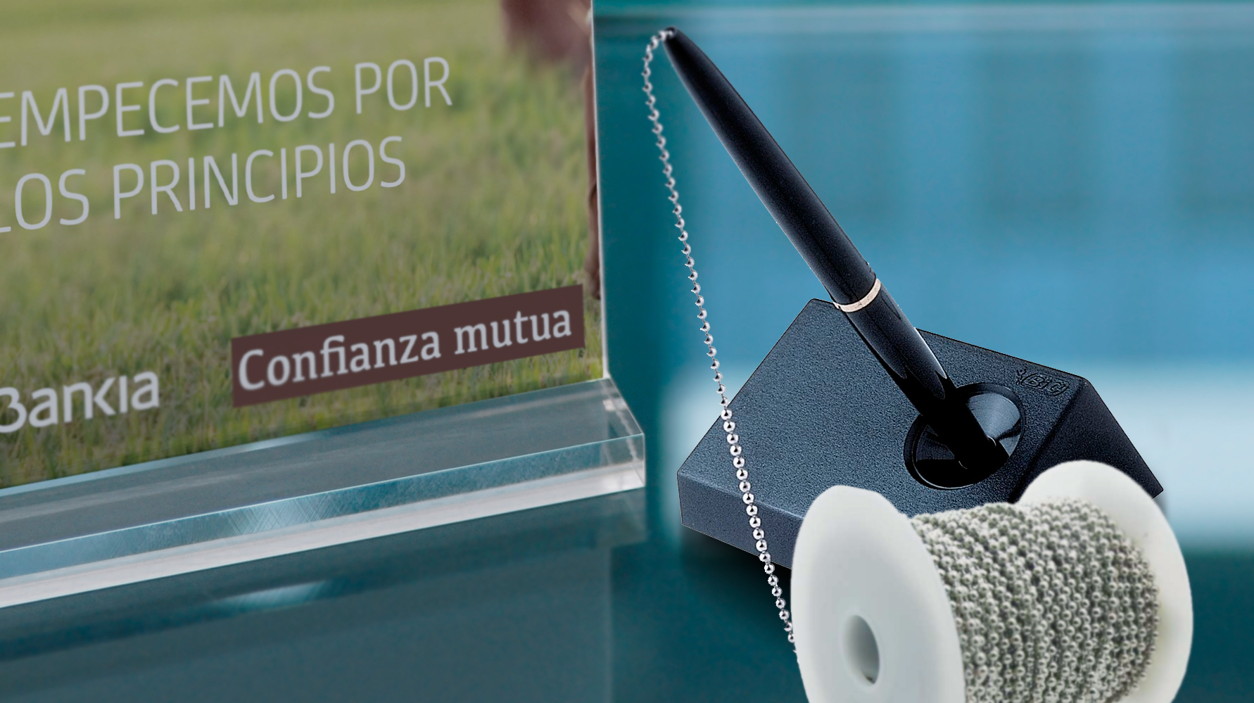 Bankia atar sus bol grafos con cadenas de varios - Hacer boligrafos en casa ...