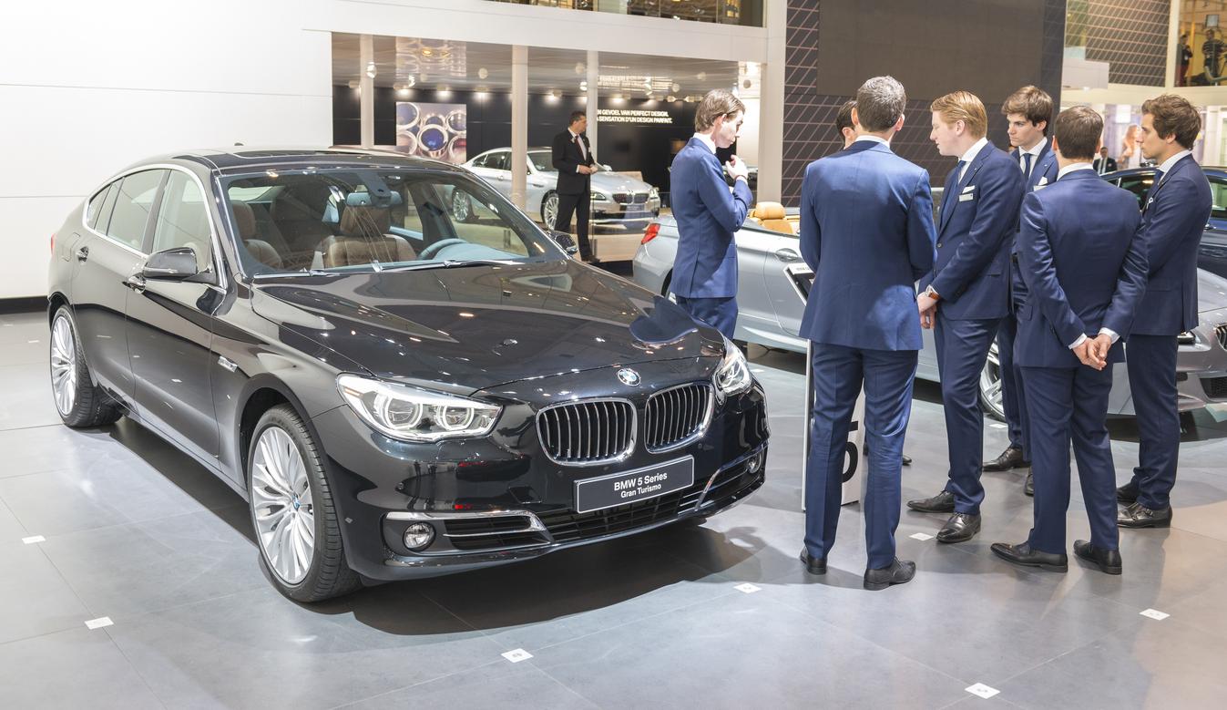 Los empleados de BMW piden dejar de cobrar en coches porque ya no ...