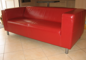Sofa Cuero Ikea.Demanda A Ikea Tras Levantarse Del Sofa Con Las Nalgas