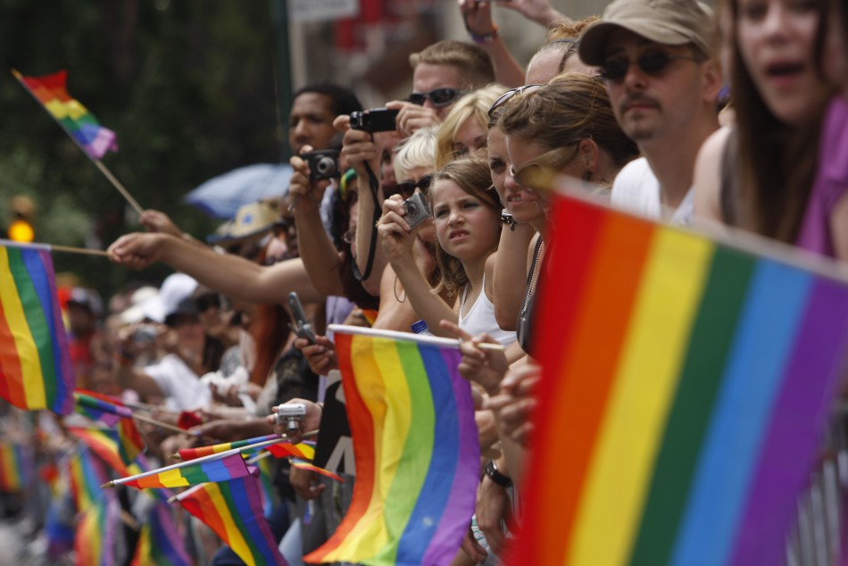 chicos heterosexuales gay policía