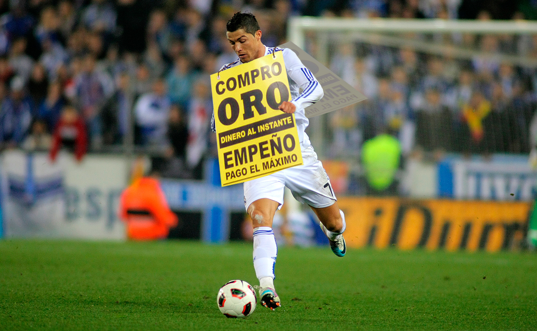 """afb9c00a4ddf4 Los jugadores del Real Madrid lucirán el anuncio """"Compro oro"""" en sus  camisetas."""
