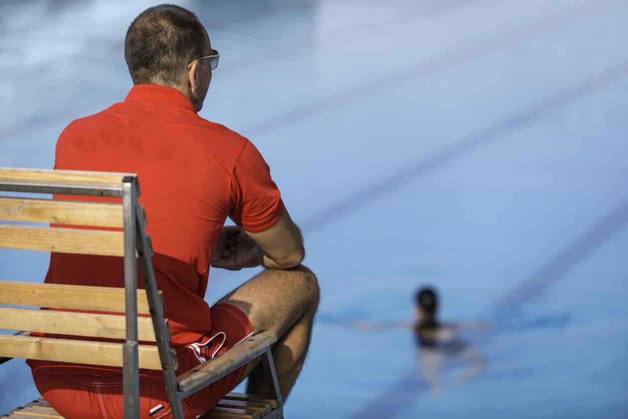 Las piscinas municipales tendr n un socorrista homeop tico para los ba istas que se hagan el - Socorrista de piscina ...