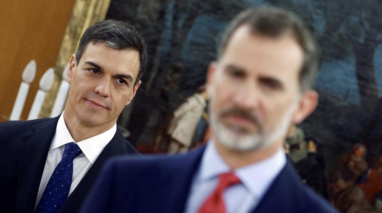 Pedro Sánchez prepara una moción de censura a Felipe VI tras ...