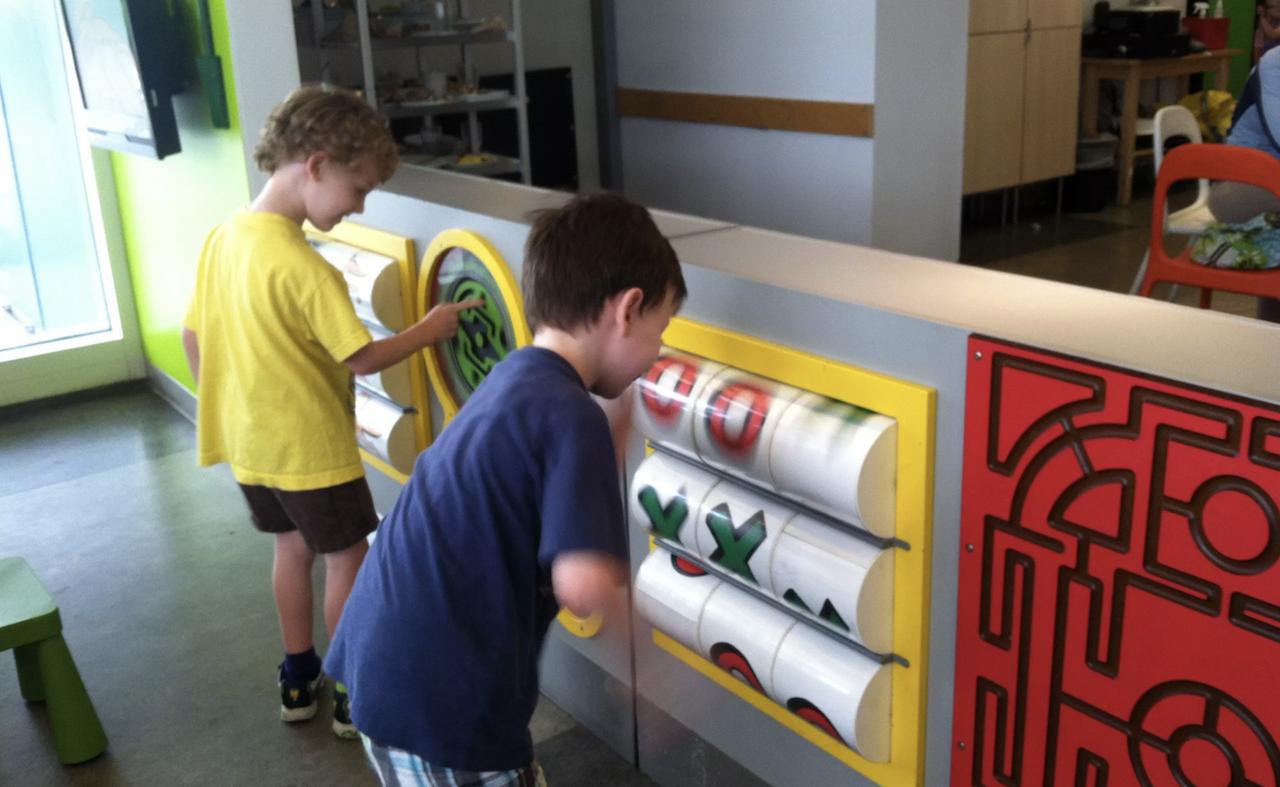 Como cada año, Ikea sortea a los miles de niños que nunca fueron recogidos de la guardería de sus tiendas