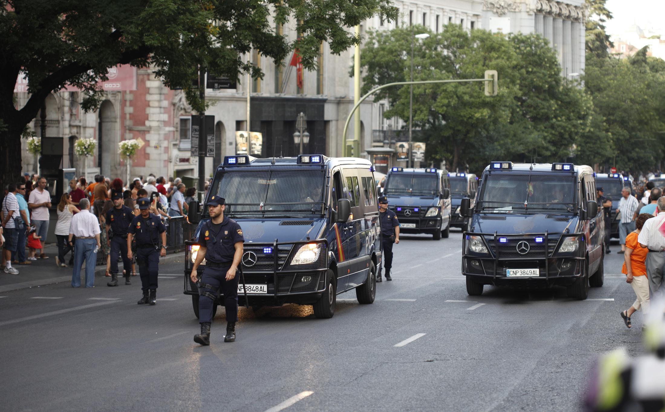 40 millones de españoles detenidos por cagarse en Dios