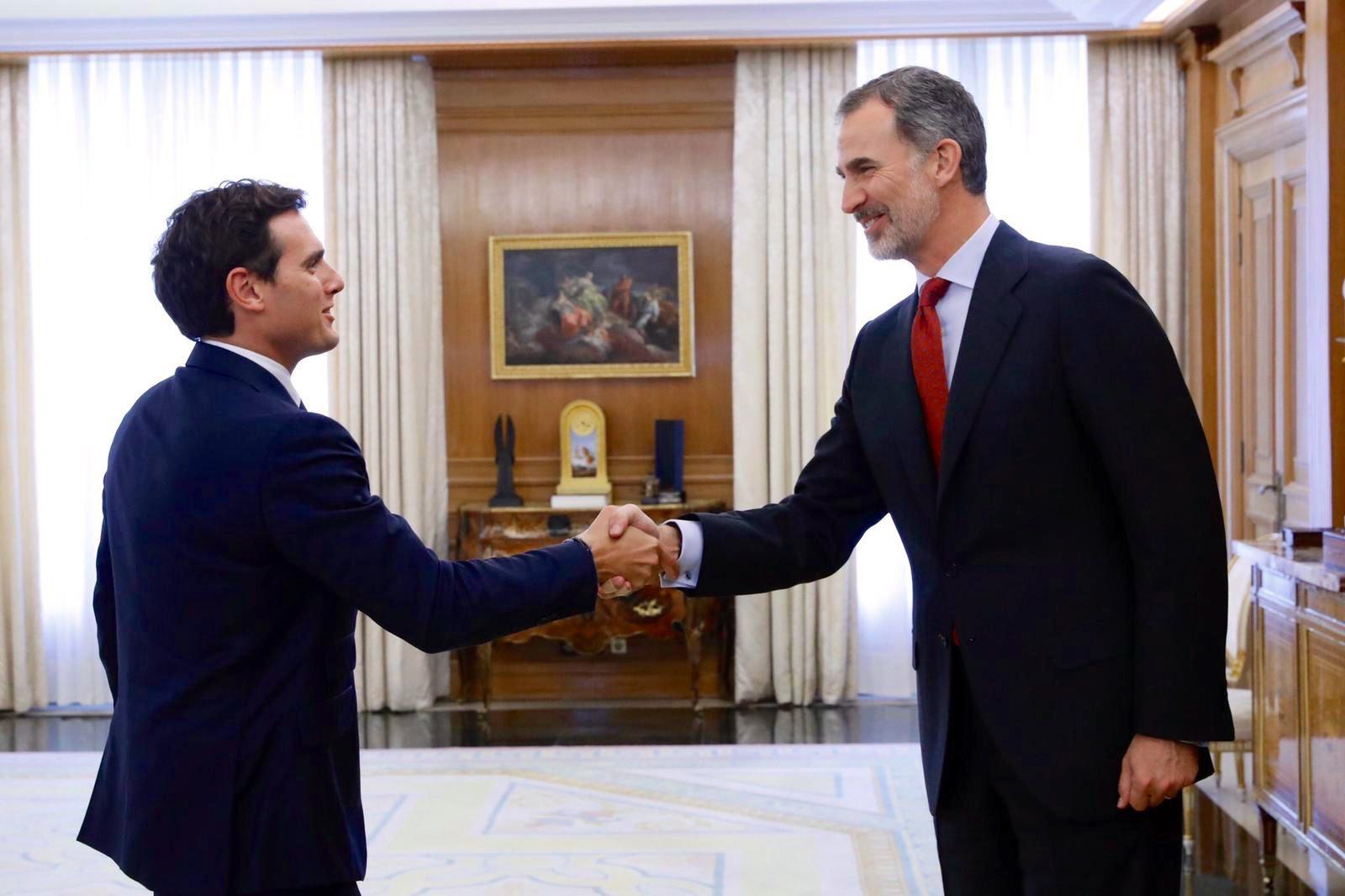 Felipe VI consigue cerrar el matrimonio de sus dos hijas con Pablo Casado y Albert Rivera