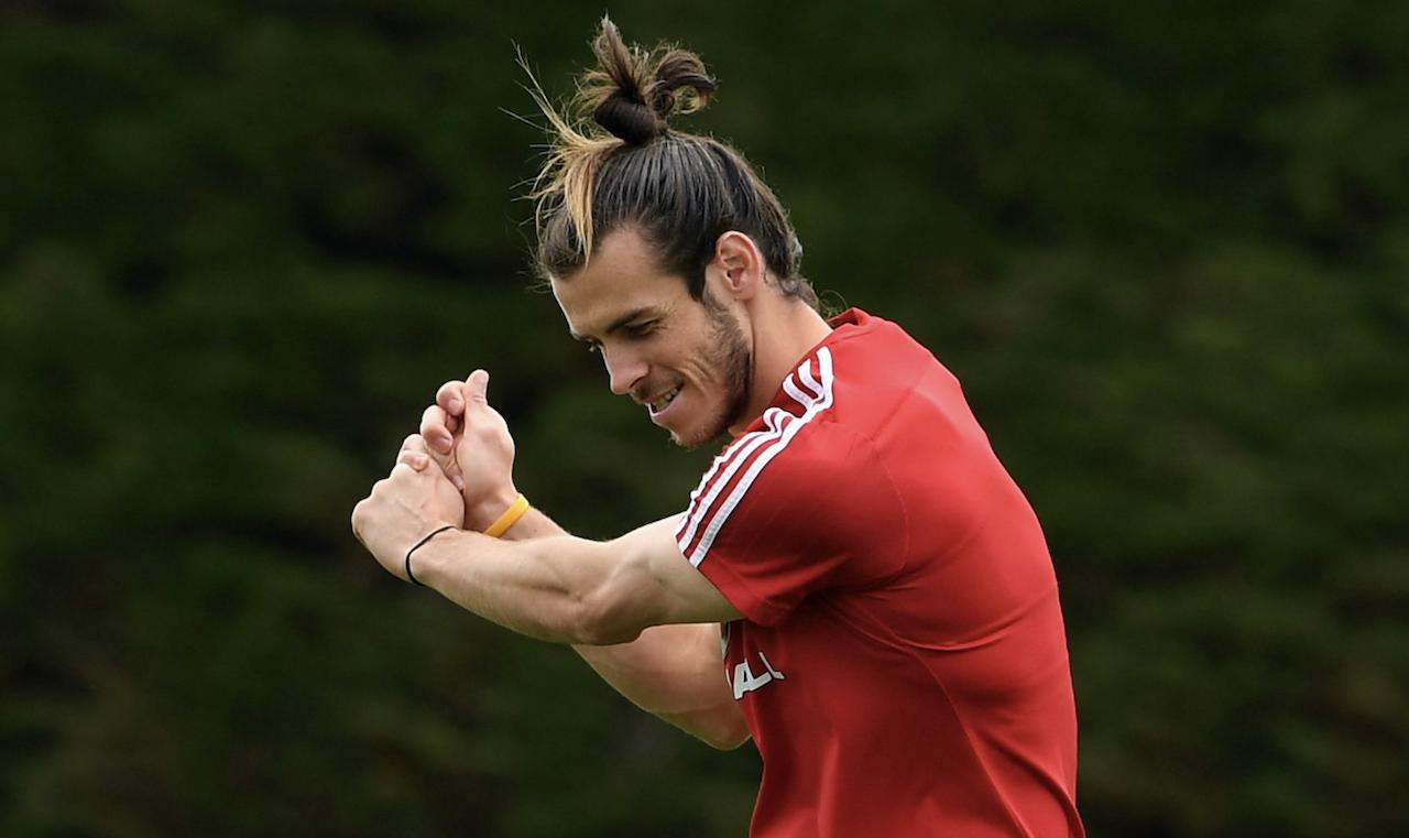 El Real Madrid pide jugar con doce para que Bale pueda salir al campo con su «caddie»