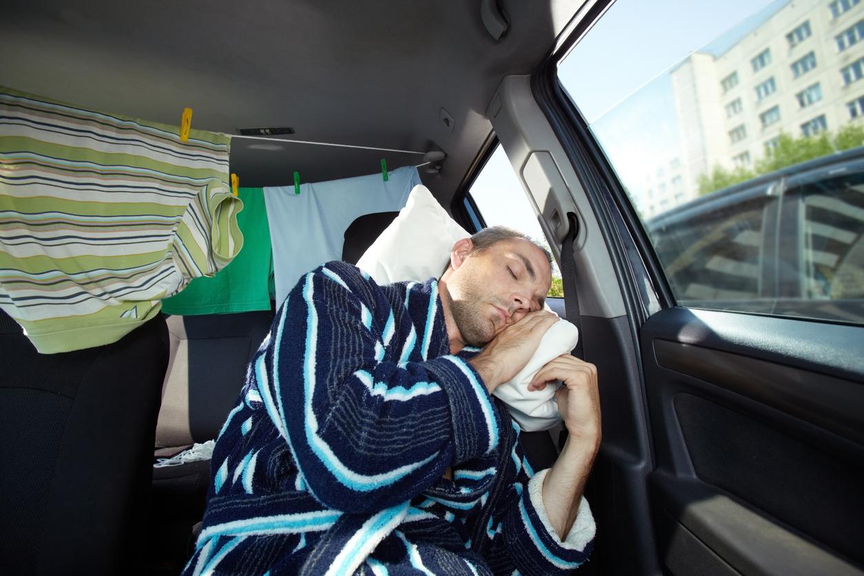 вас человек спит в машине фото новая капля