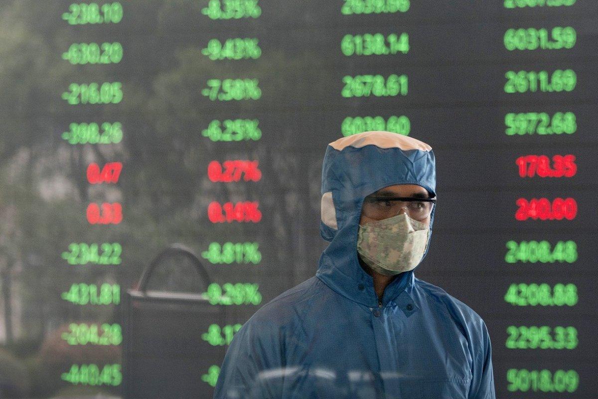 Que toda la humanidad esté en peligro de muerte podría no ser bueno para la economía, alertan los expertos
