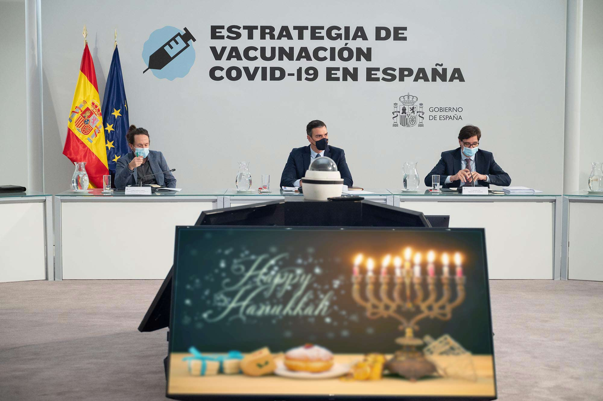 El plan del Gobierno para la Navidad: abrazar el judaísmo y celebrar Janucá